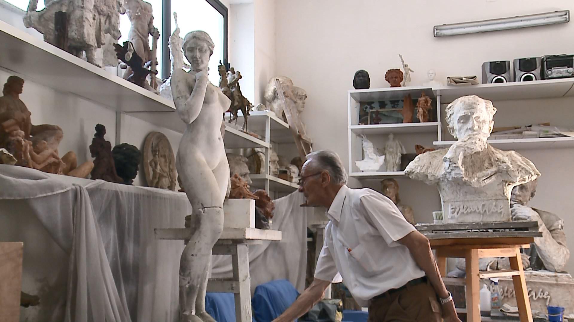 Hektor Dule, skulptori gdhendës i personaliteteve, historisë e nudove