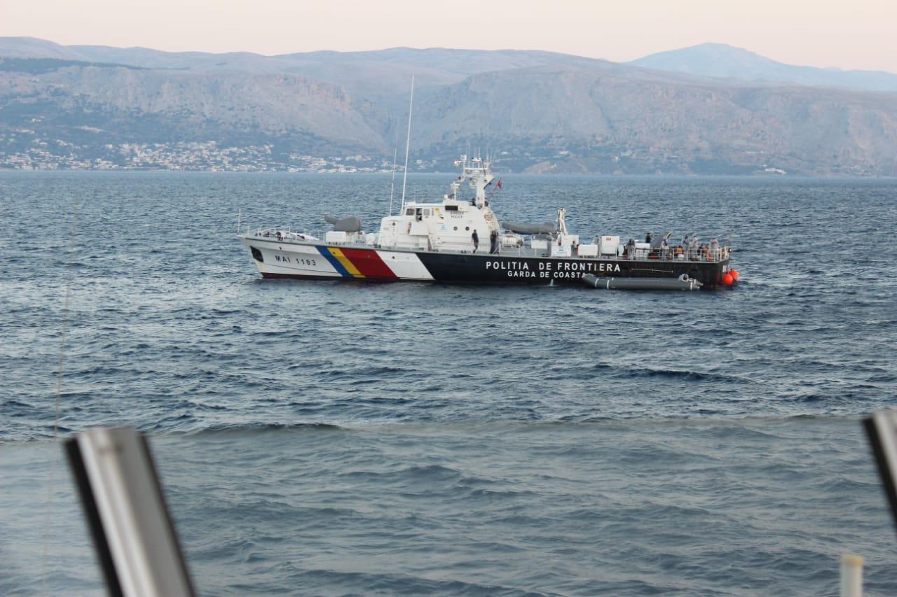"""Anija """"Butrinti"""" shpëton 41 sirianë në detin Egje, mes tyre gra shtatzëna e fëmijë"""