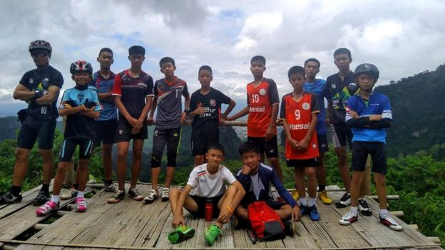 Shpëtojnë pas 9 ditësh 12 futbollistët e bllokuar në një shpellë