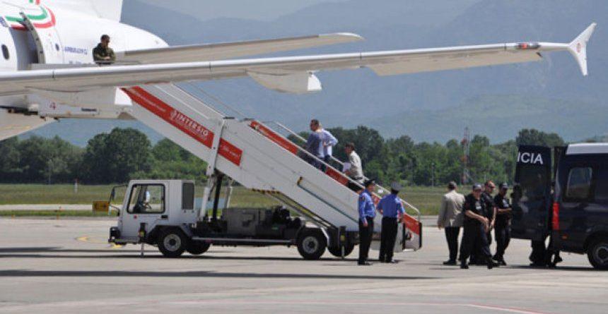 Interpoli ekstradon dy shqiptar drejt SHBA-së