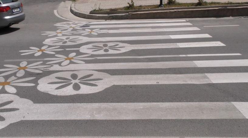 """Rrugët e Patosit me """"lule të bardha"""""""
