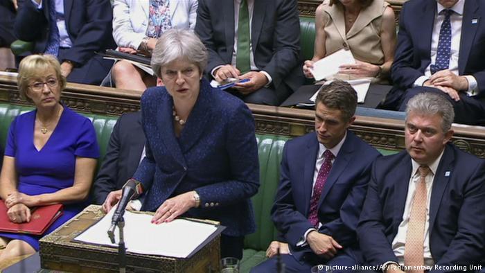 Brexit, May i shpëton për fije votimit në parlament