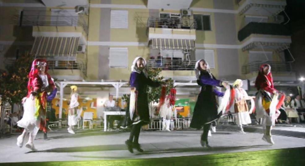 Pushuesit në Shëngjin ndjekin aktivitetin folklorik