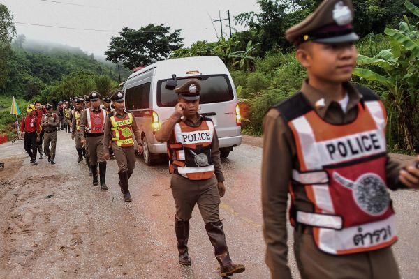 Tajlandë, rinisin operacionet për shpëtimin e fëmijëve të ngecur në shpellë