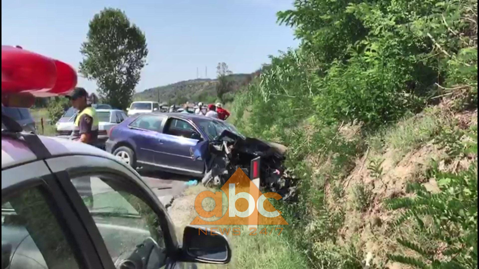 Përplasen dy makina në Levan-Fier, vdes gruaja shtatzënë