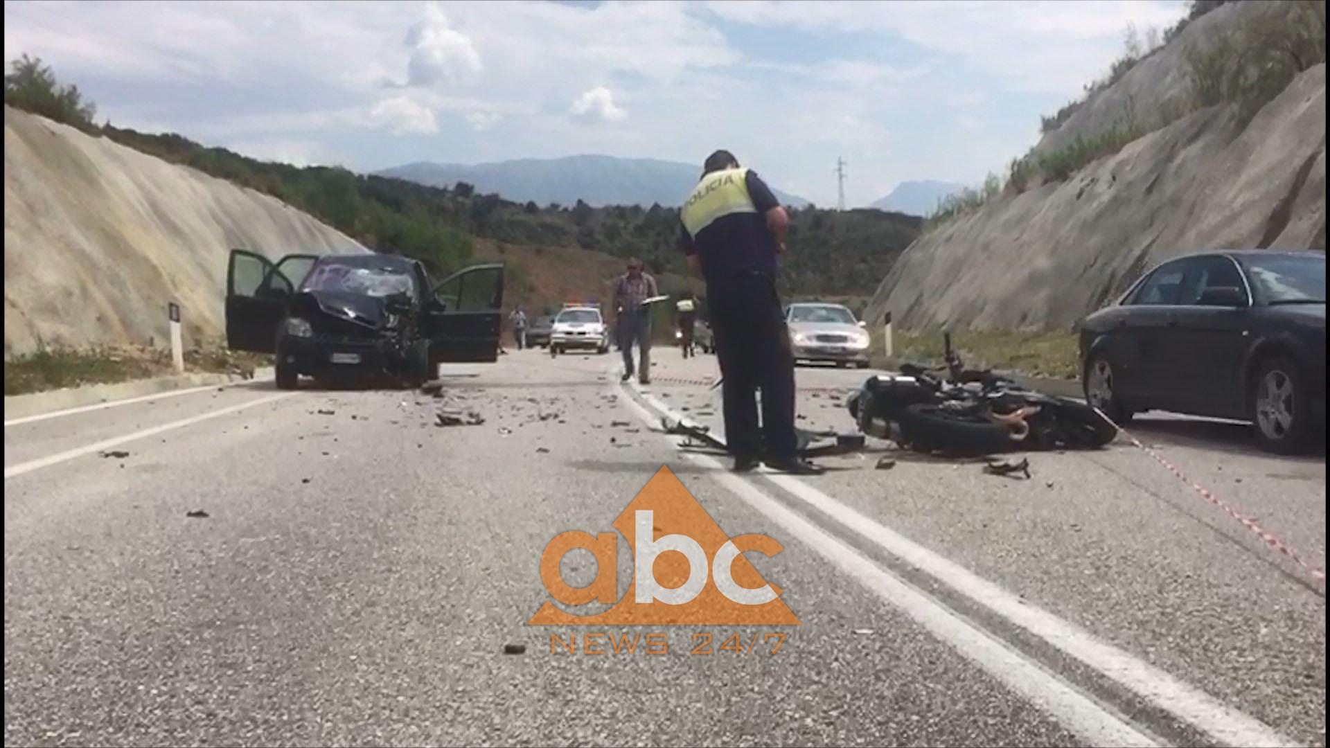 Video/Motorri përplaset me një makinë, në gjendje të rëndë drejtuesi