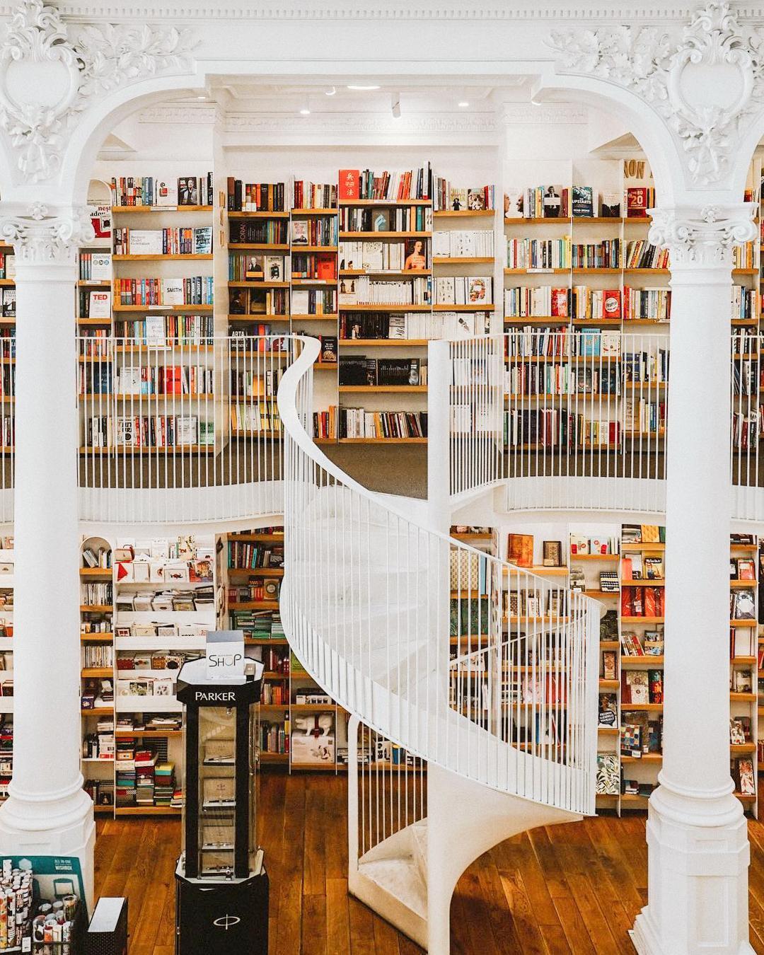 Librari mahnitëse që ju zgjojnë dëshirën për të lexuar