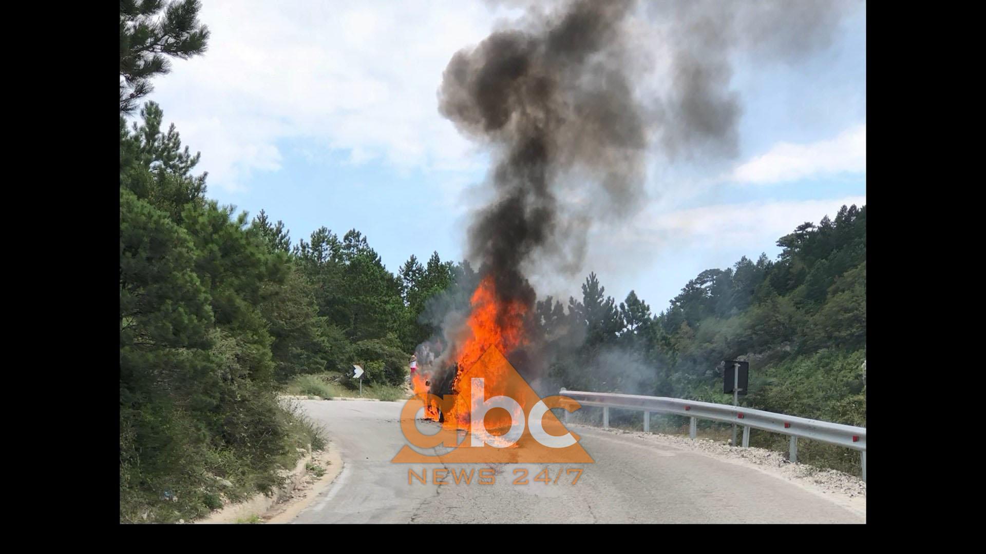 Video/Merr flakë makina në mes të rrugës në Llogara