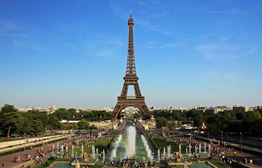 Mbyllet kulla Eiffel në Paris