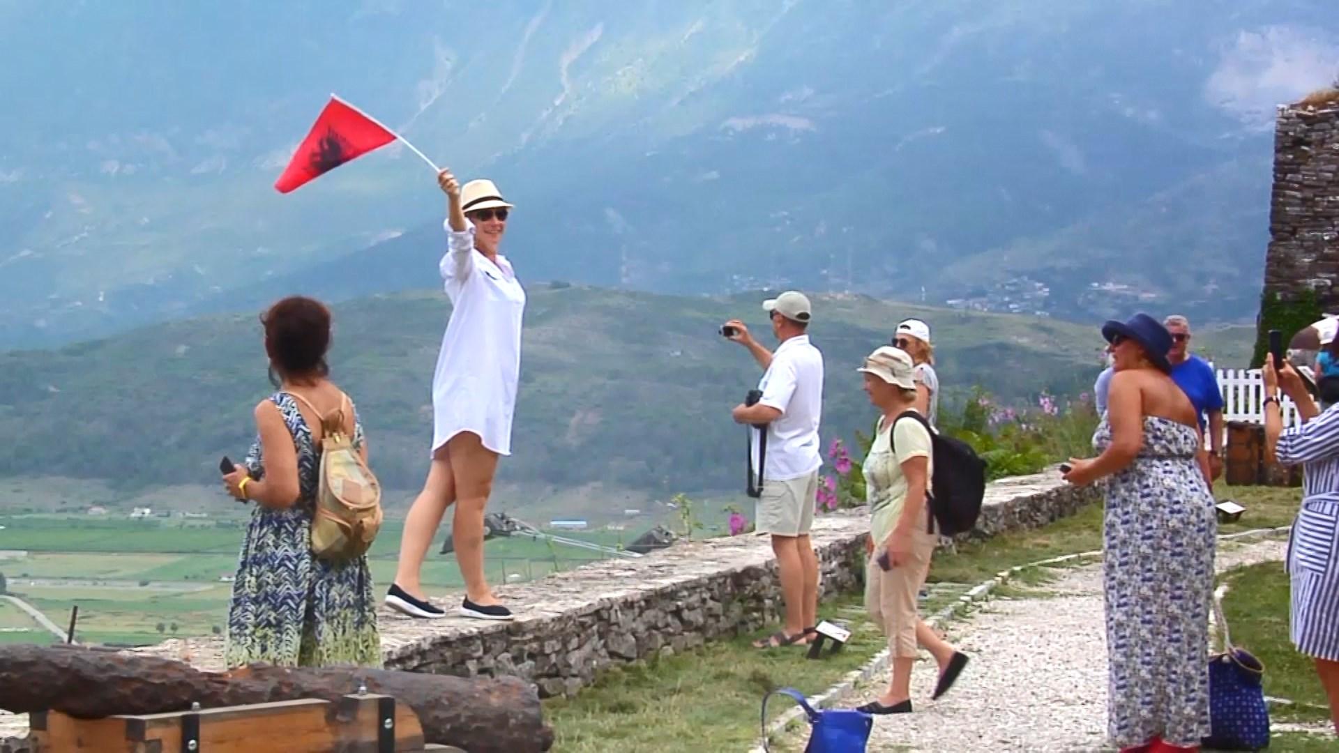 FT: Shqipëria po përjeton një nga sezonet më të mira turistike