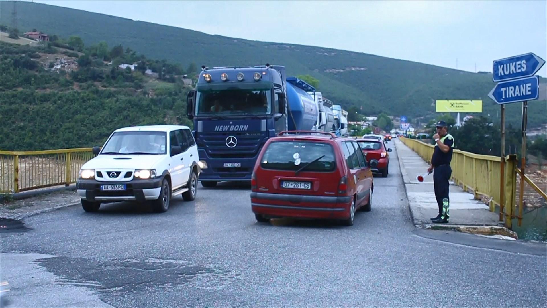 Fluks kosovarësh edhe në fund të gushtit, radhë të gjata në Morinë