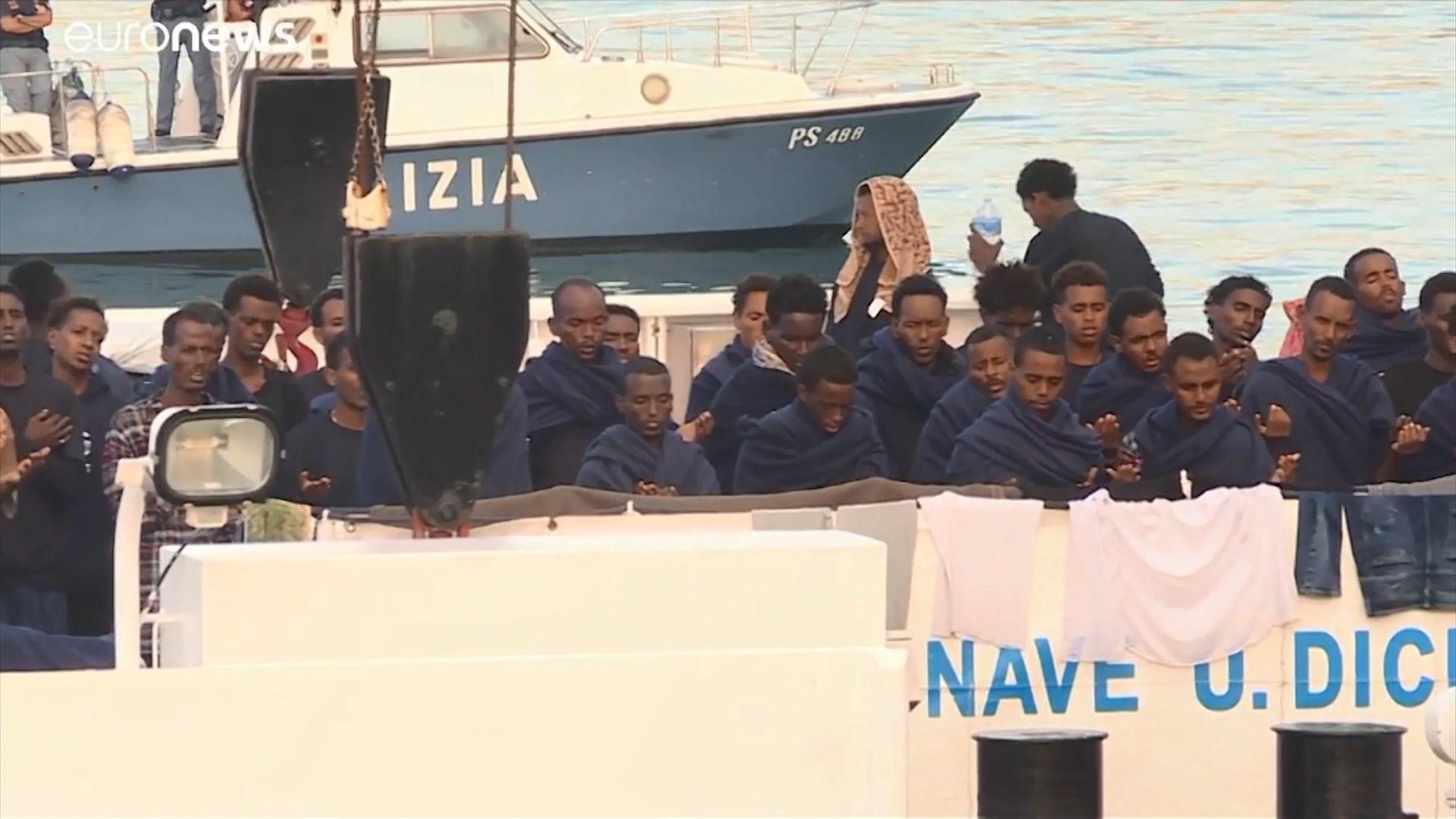 Bushati: Qeveria shqiptare e gatshme të mirëpresë 20 refugjatët