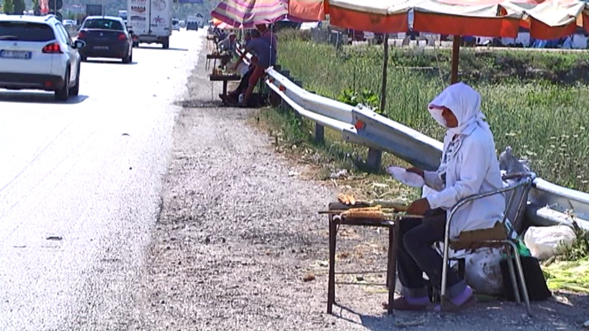 Shitësit e misrave në autostradë