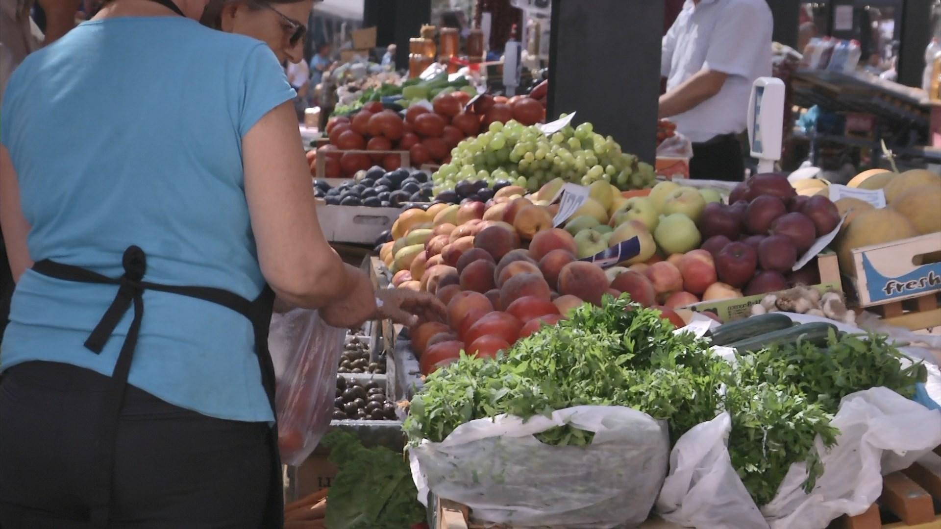 Shqiptarët të parët në Europë që kursejnë për ushqimin