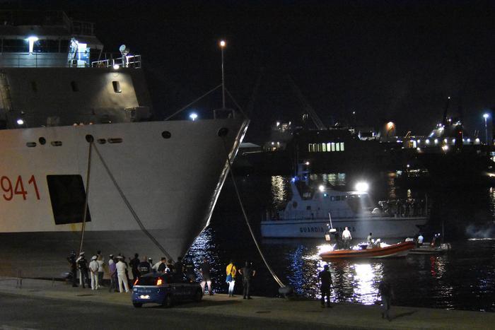 "Zbarkojnë emigrantët e anijes ""Diciotti"", nën hetim Salvini"