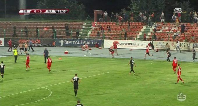 Dhuna në stadium, ndëshkohen Skënderbeu dhe Partizani