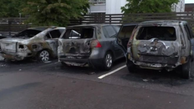 Suedi/ Bandat u vënë zjarrin 80 makinave, autoritetet: Akt kriminal