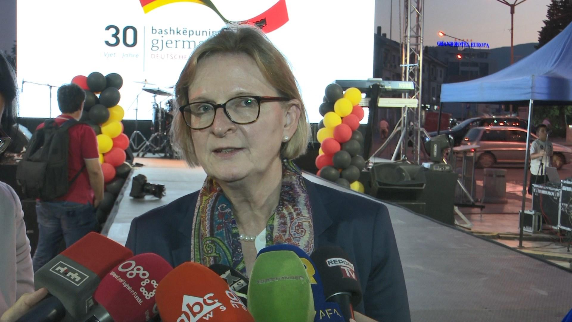 Ambasadorja gjermane: Vetingu po vijon pozitivisht, duhen rezultate