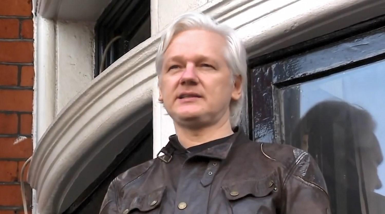 Diplomatët rusë, plan për arratisjen e themeluesit të Wikileaks