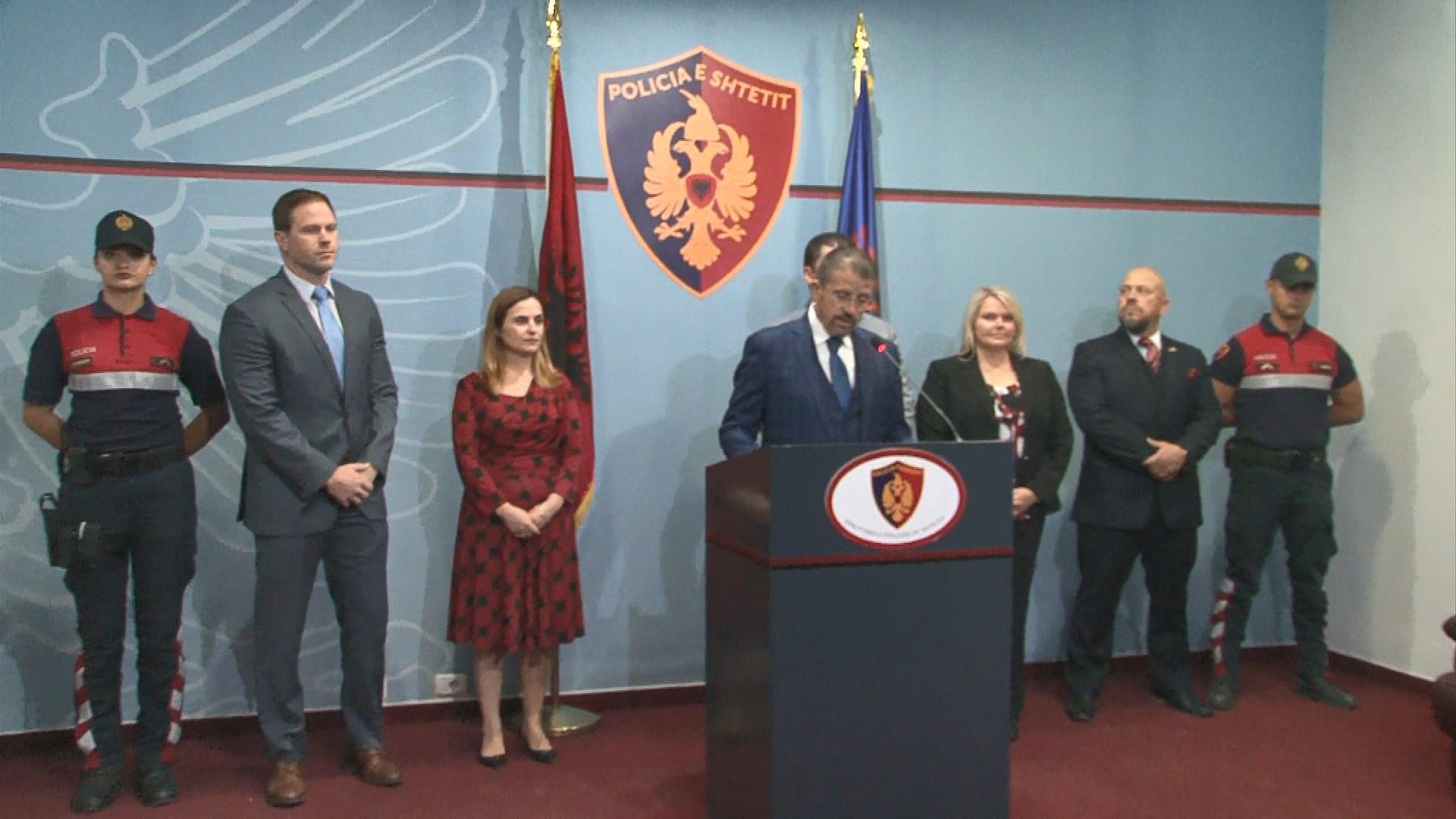 Arrestohen dy kontrollorë në Rinas, dërgonin klandestinë nga Shqipëria