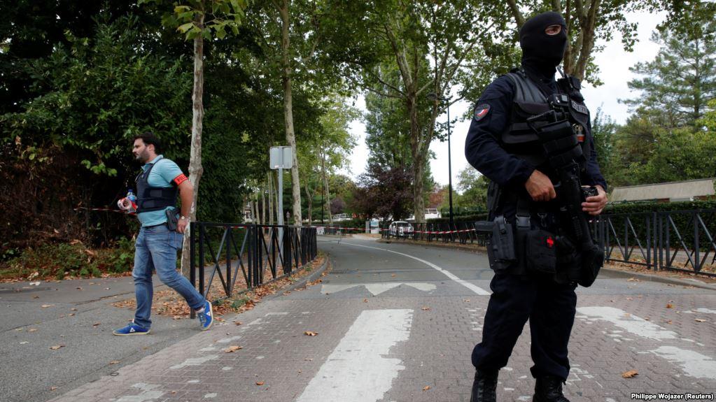 Sulm me thikë në Paris, shtatë persona të plagosur
