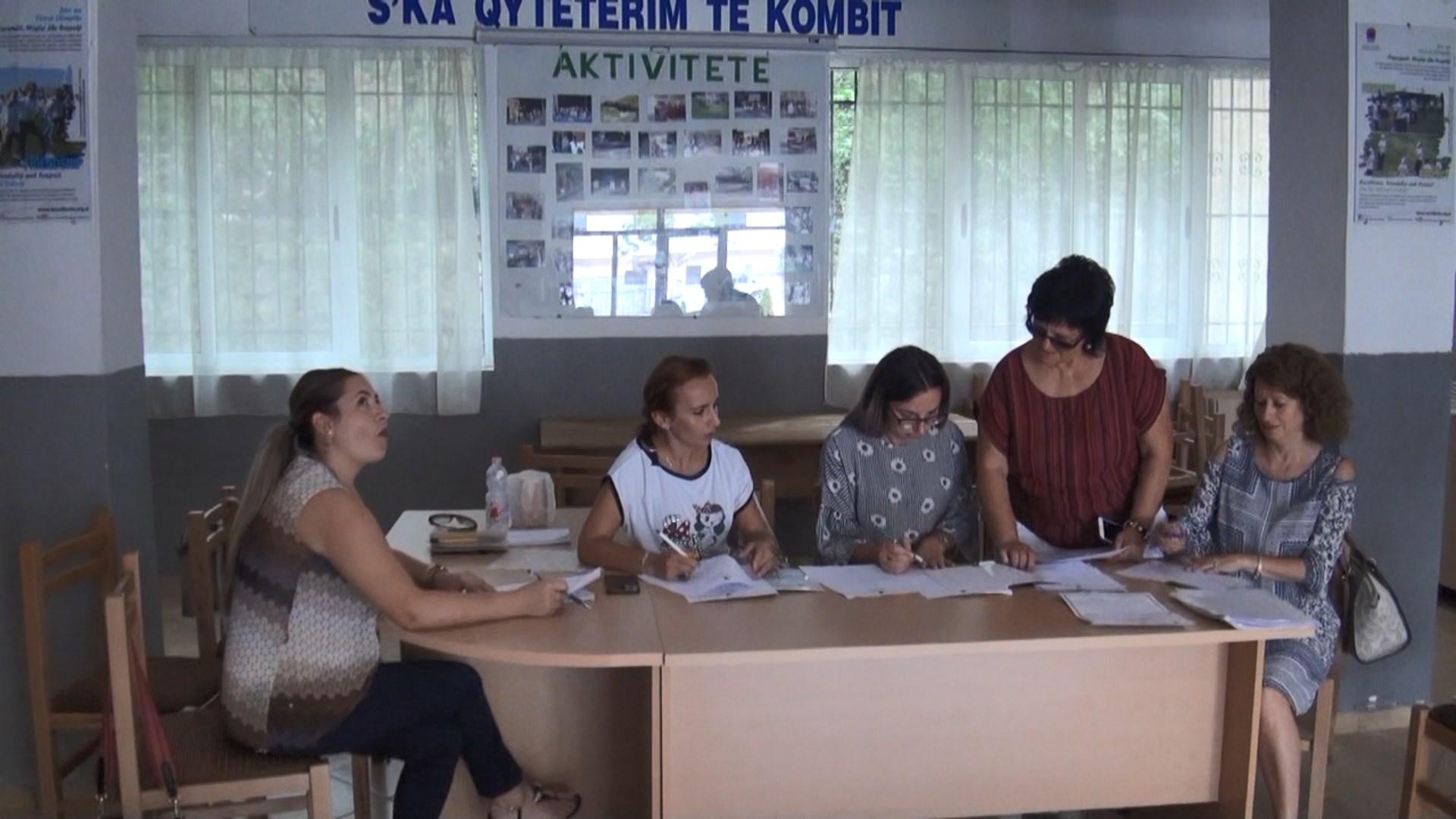 Dyndje gjimnazistësh në gjimnazin e Librazhdit