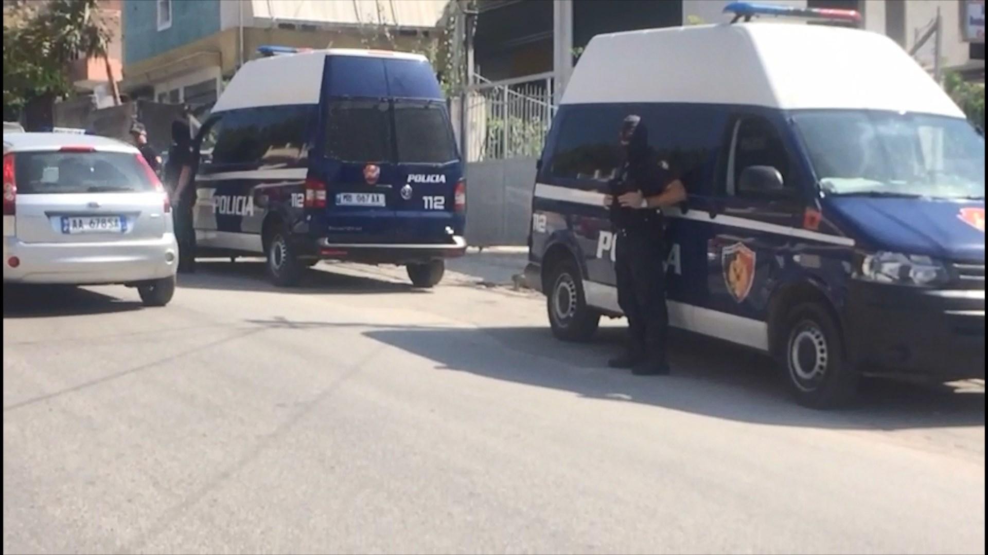 FNSH zbarkoi në Vlorë, kontrolle për armë dhe drogë