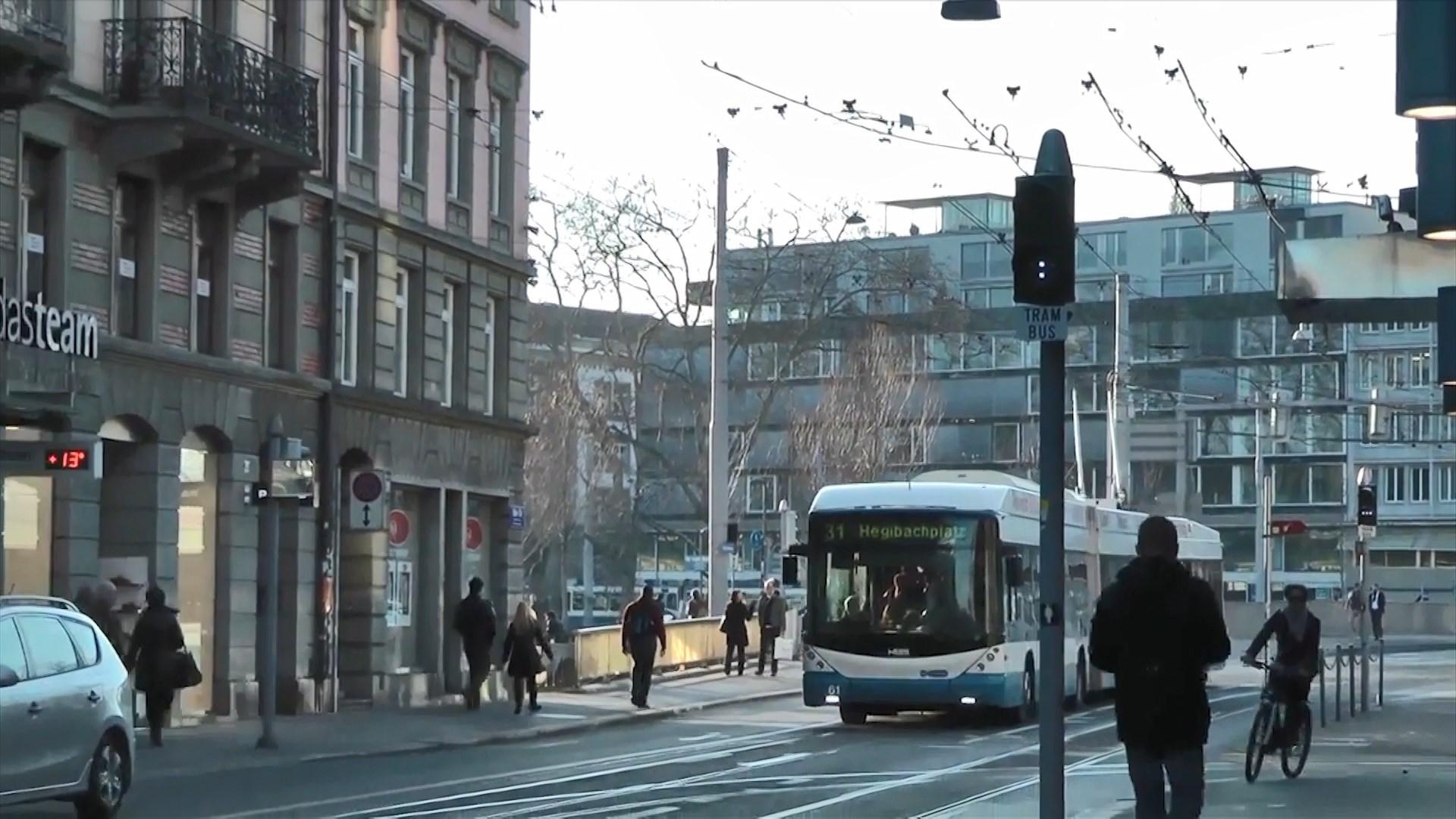 Gjobitet në Zvicër 92-vjeçarja, u ngjit në autobus 4 minuta para kohe