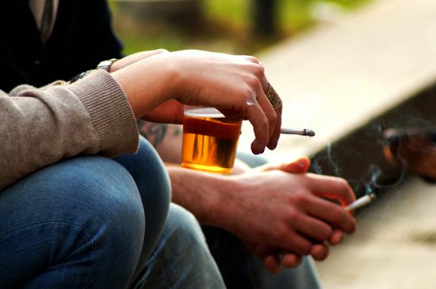 Duhani dhe alkooli dëmtojnë arteriet që në adoleshencë