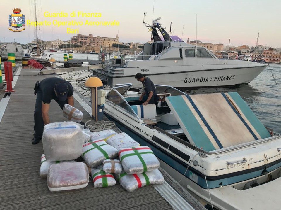 Video/ Kapen 550 kg marijuanë në Brindizi, pranga shqiptarit e italianit