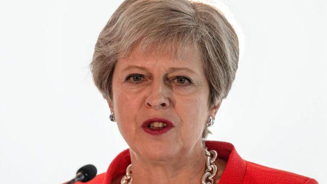 Britani, May zëvendëson të larguarit