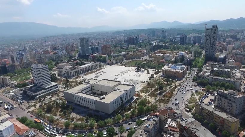 """""""Daily Mail"""": Tirana mes 10 destinacioneve për t'u vizituar"""