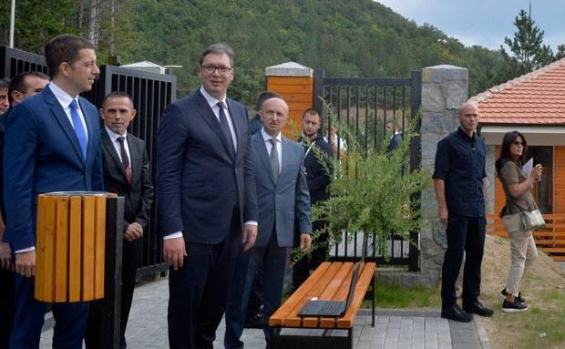 Vuçiç në veri të Kosovës: Ndihem mrekullueshëm, Kemi investuar për të rinjtë