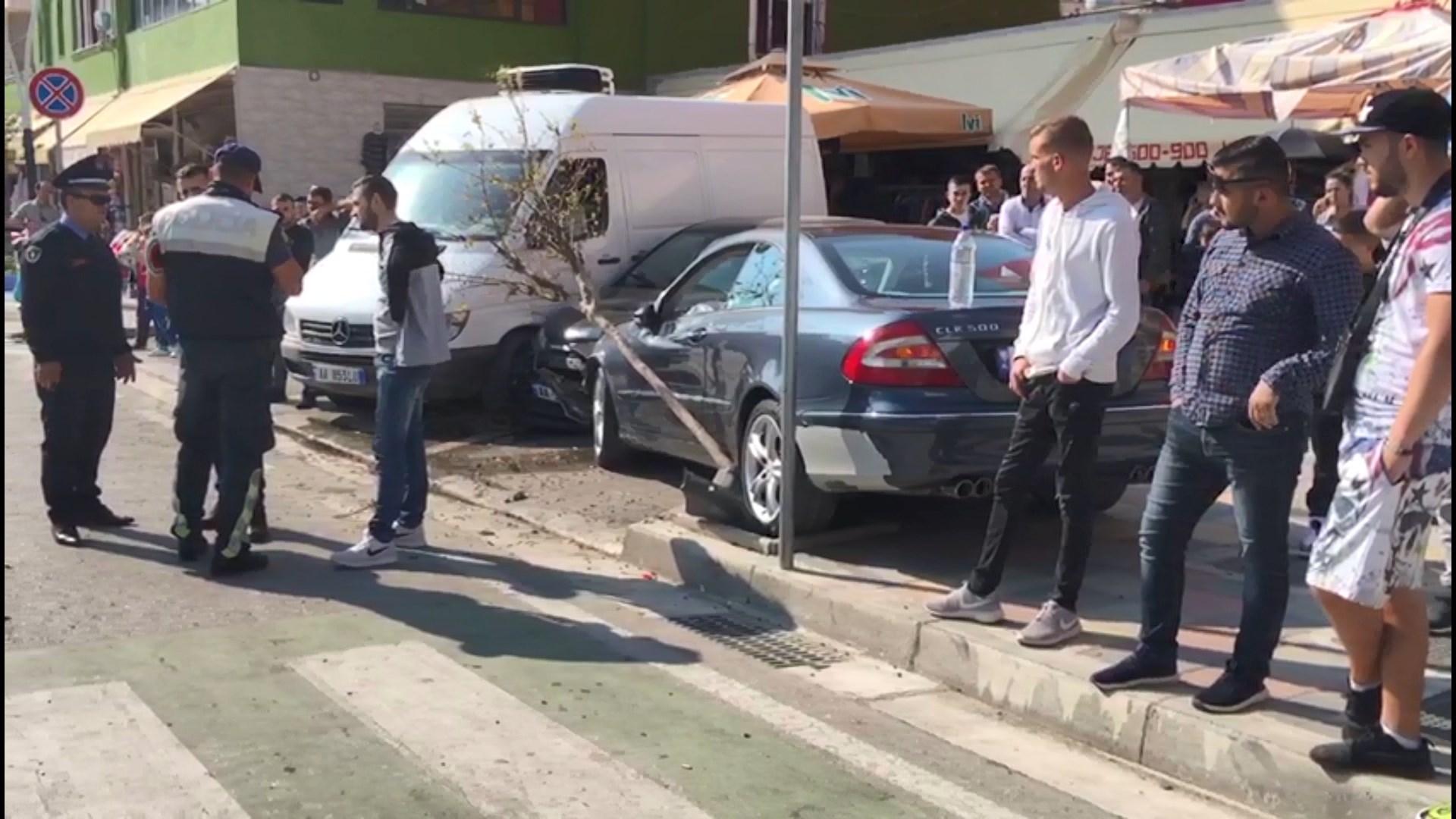 Dy aksidente në Fier/ Tre të plagosur, një dyvjeçare në rrezik jete