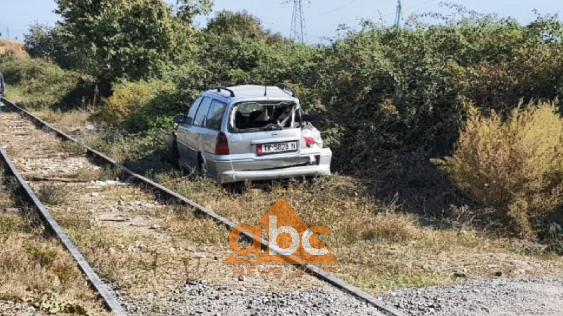 Elbasan/ Treni merr para makinën, në gjendje të rëndë drejtuesi