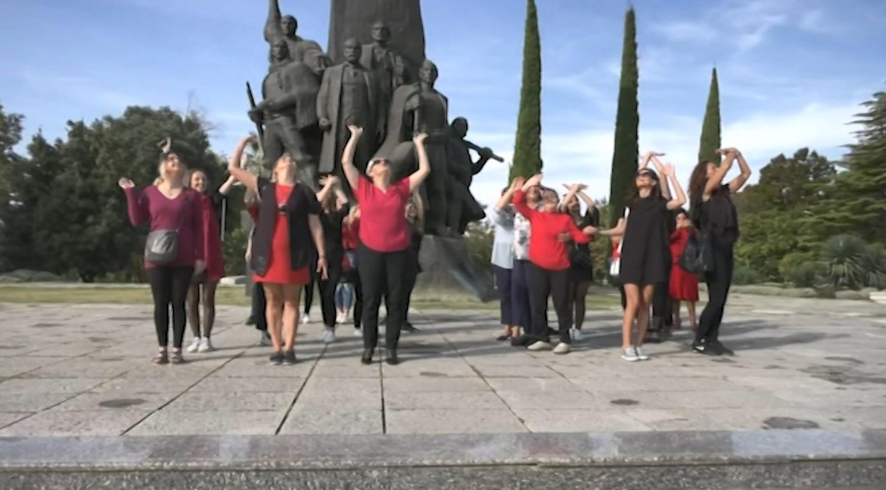 28 vajza nga Kosova të quajtura Vlora vizituan qytetin e Pavarësisë