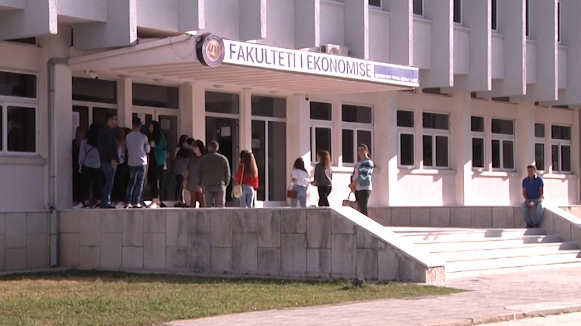 Viti i ri akademik, në Vlorë më pak studentë sesa në të kaluarën