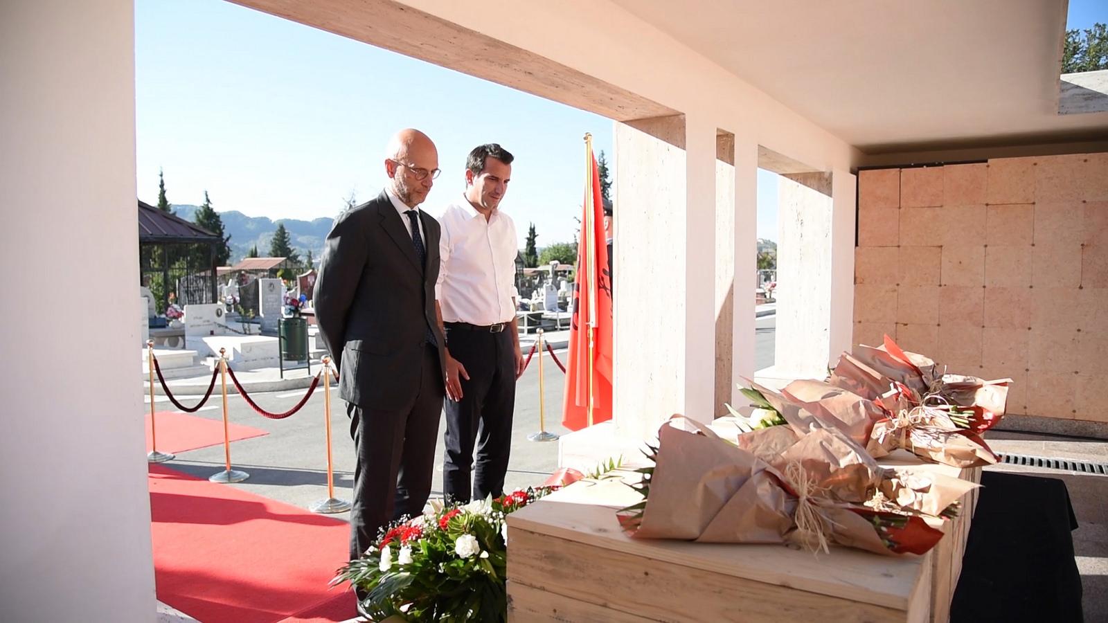 Zhvillohet ceremonia e rivarrosjes së 6 italianëve në varrezat murale