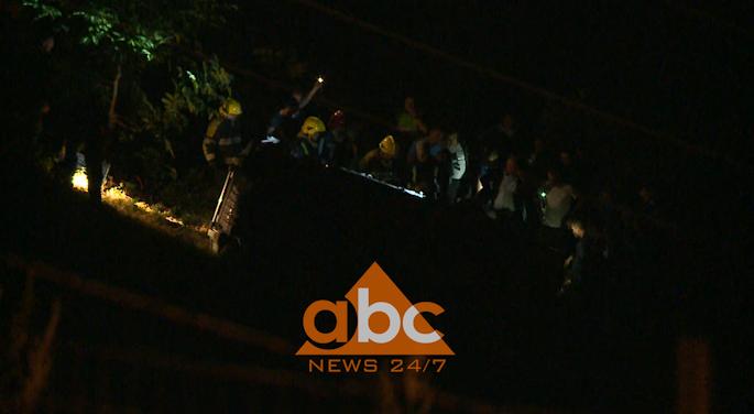 Makina bie në greminë, 1 person humb jetën