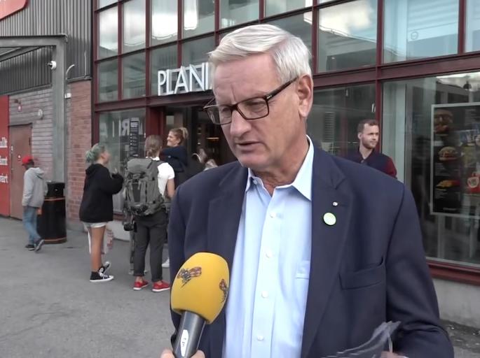 Carl Bildt apel për NATO: Më shumë trupa ushtarake në Kosovë