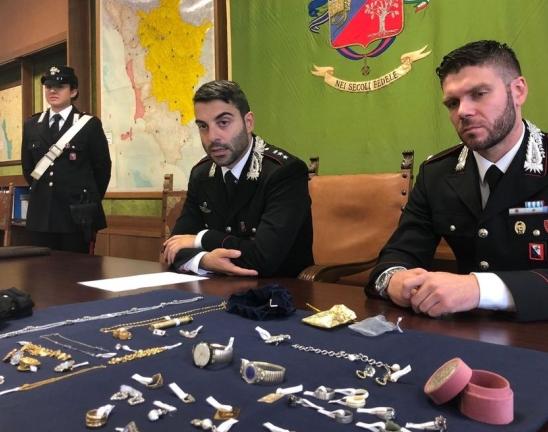 """""""Filluan të hidheshin nga çatia në çati"""", kapen dy grabitësit shqiptarë"""