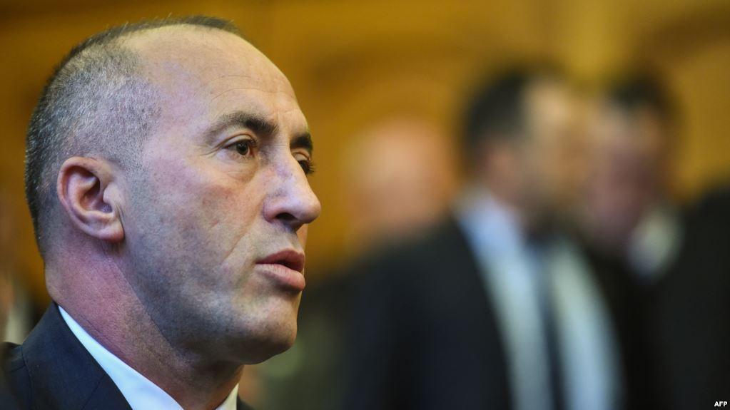 Haradinaj shkarkon zv/ministrin: Ngriti këmbët në makinë
