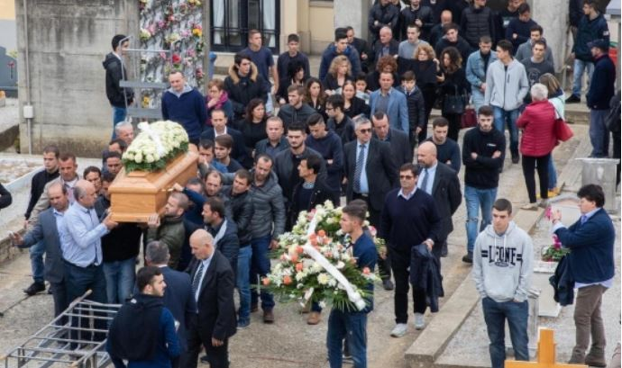 Qindra persona i japin lamtumirën e fundit 18-vjeçarit shqiptar