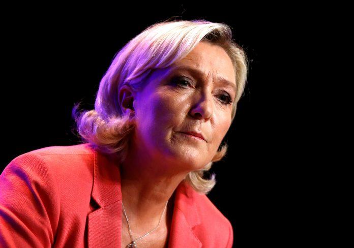 Sulmohet vajza e Marine Le Pen në Paris