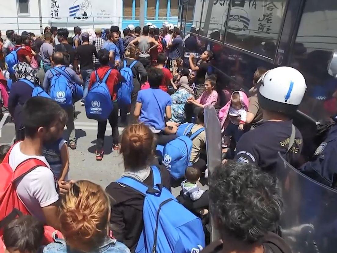 Deutsche Welle: Në Lesbos refugjatët përjetojnë terrorin e ISIS