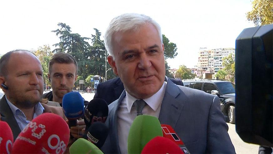 Fatmir Xhafaj nuk jep shpjegime për dorëheqjen (Video)