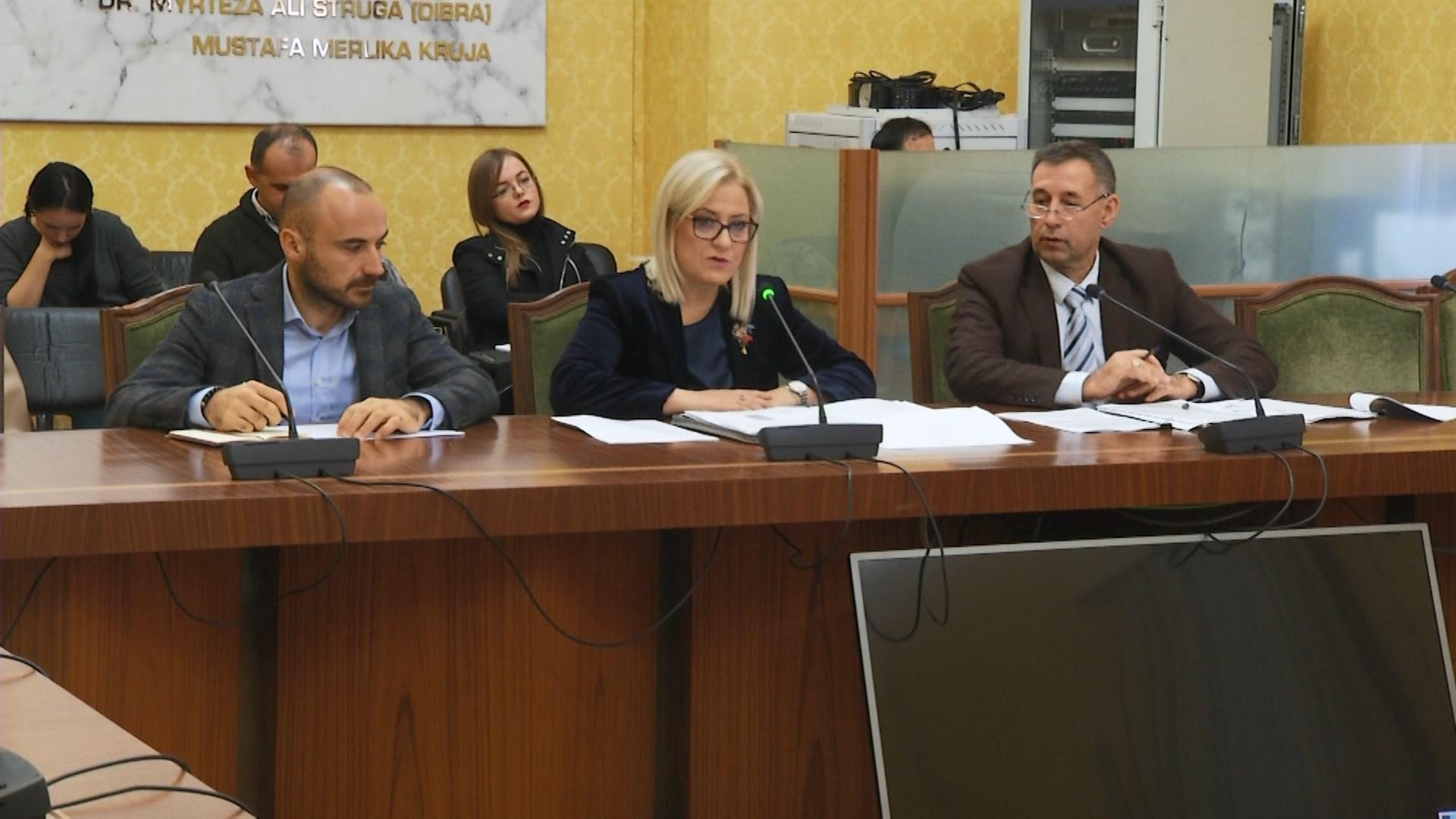 Manastirliu dhe Nikolla diskutojnë investimet në shëndetësi dhe arsim