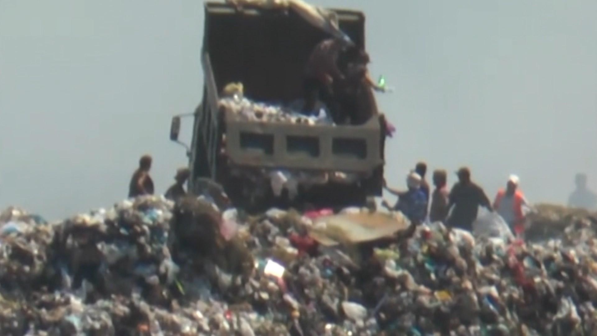 Klosi, kritika bashkive për menaxhimin e mbetjeve