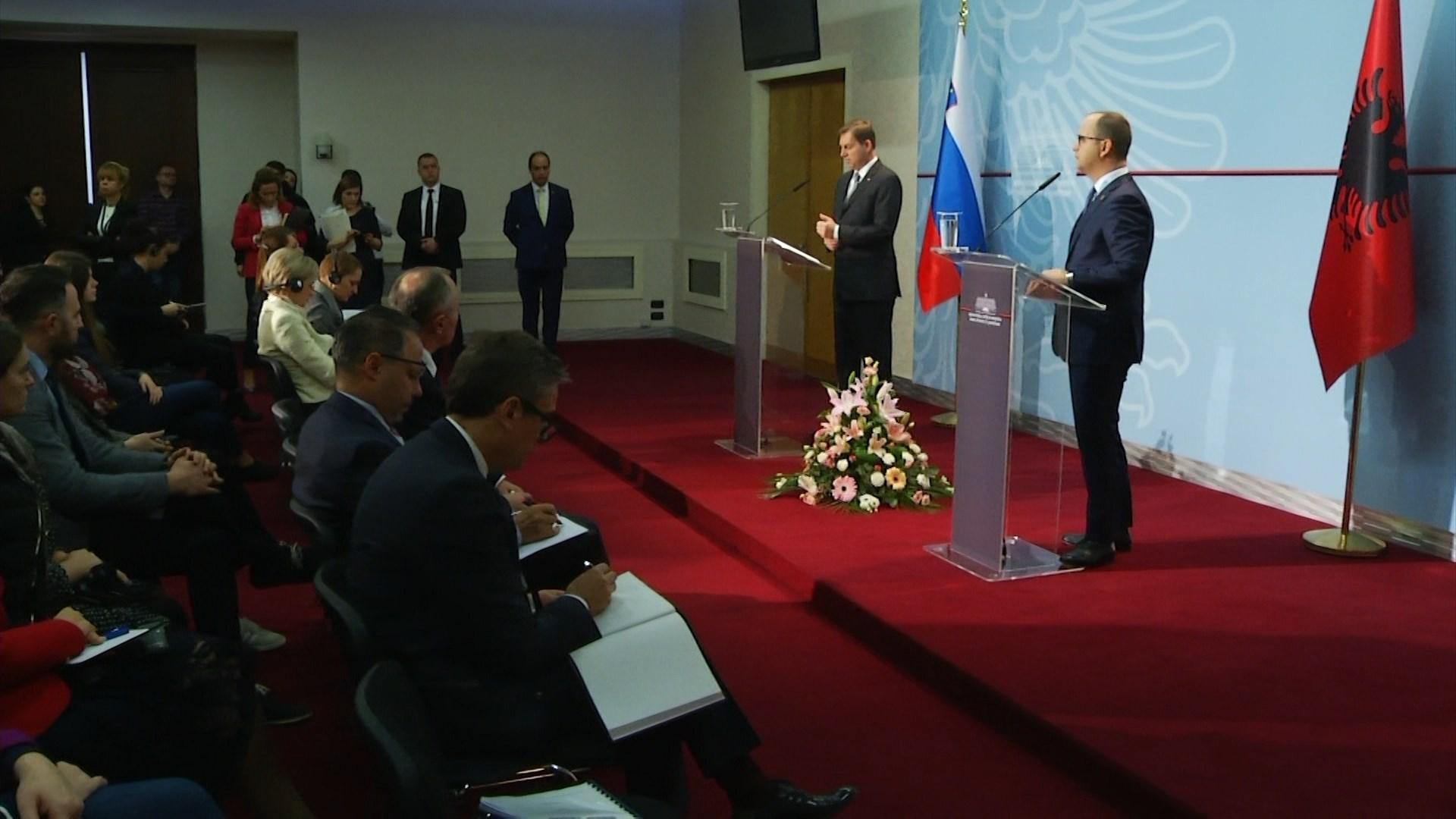 Bushati-Cerar: Të intensifikojmë marrëdhëniet tregtare mes Shqipërisë dhe Sllovenisë