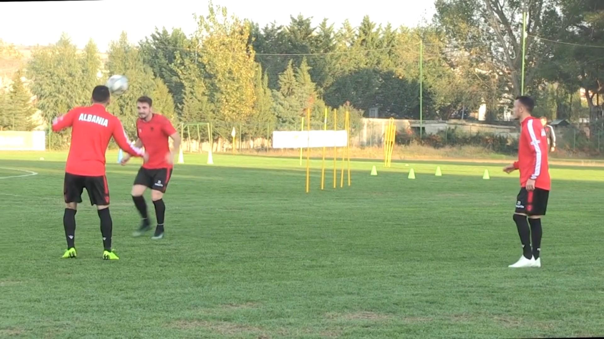 Lojë sulmuese dhe mbrojtje me tre lojtarë, skema e Panuçit me Skocinë